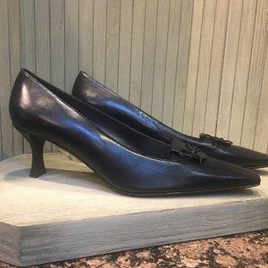 NWT Flawless Stuart Weitzman Navy Leather Heels